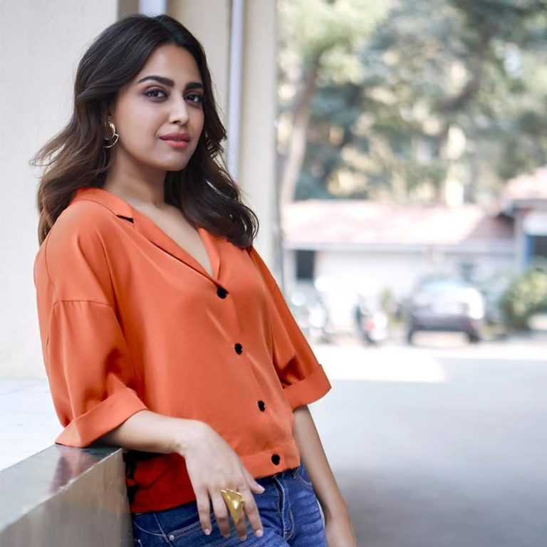 Swara bhaskar Biography, Lifestyle, Height, Wiki, insta, Net Worth, Income, Salary, Cars, Affairs, Awards, Family, Facts & Favorites