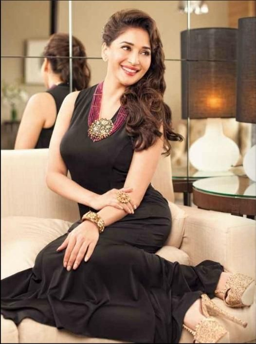 Madhuri Dixit Wiki – Biography, Lifestyle, Height, Net Worth, Awards, Family, Facts & Favourites