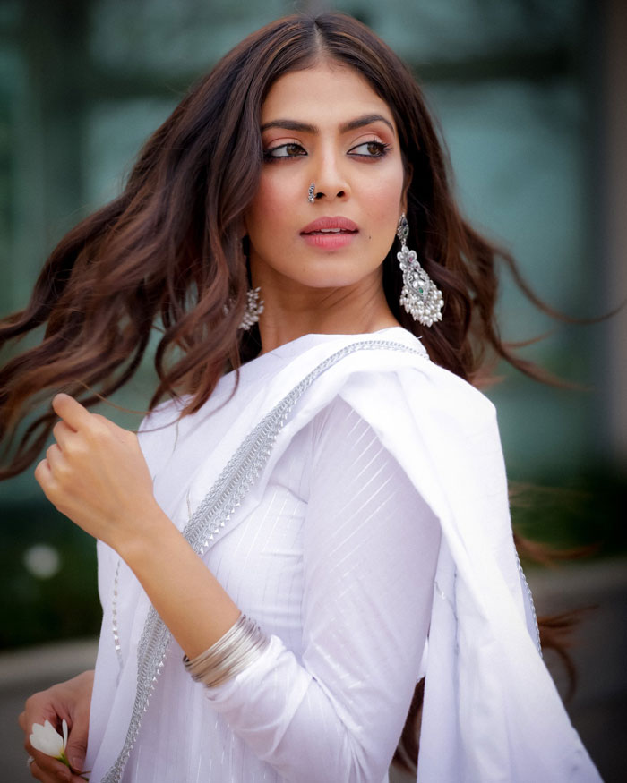 Malavika Mohanan Wiki – Biography, Biography, Lifestyle, Height, Net Worth, Family, Facts, & Favourites